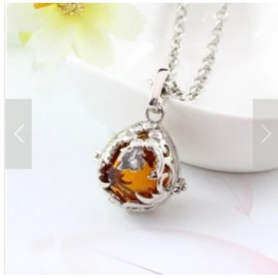 Diffuser Necklace- secret garden (free jewellery box)