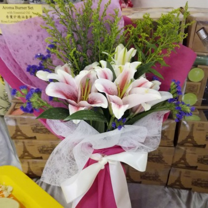 Fresh Lily Hand Bouquet